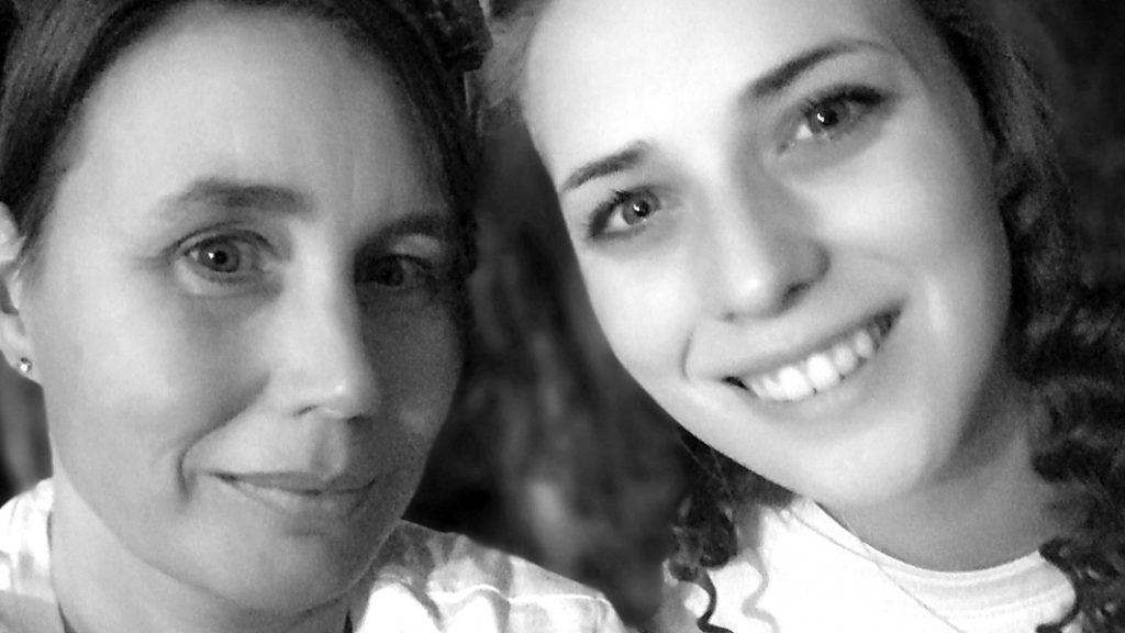 Nancy en Susan - Susan deed vier zelfmoordpogingen na darmziekte c.i.i.p.