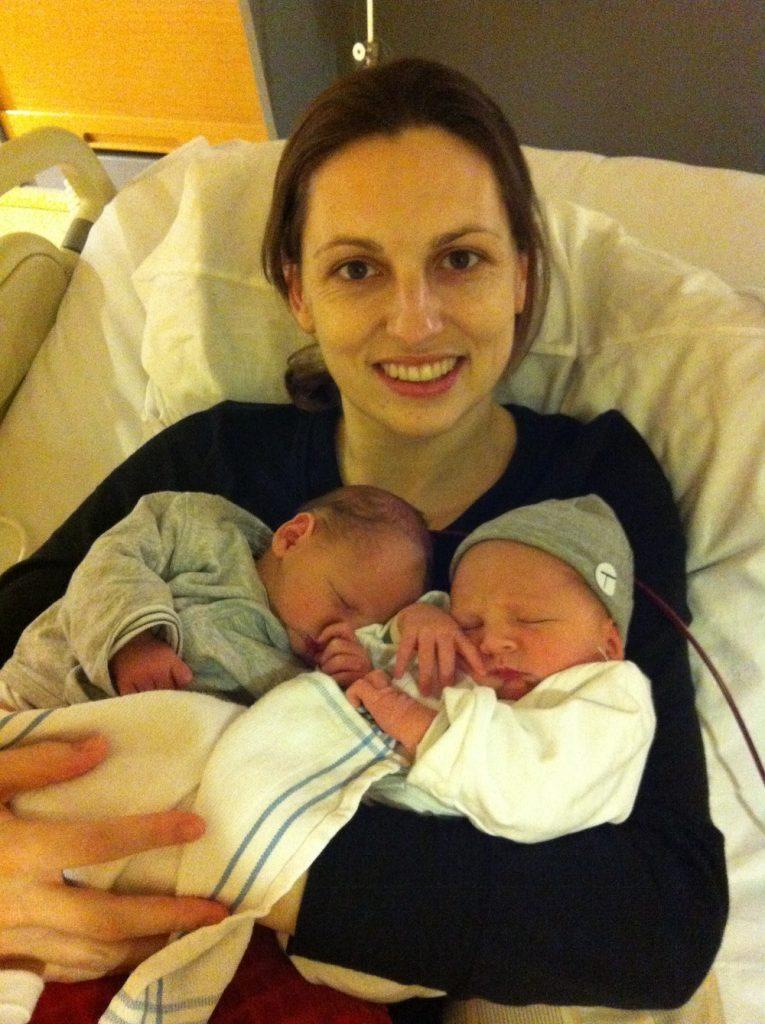 Judith en de tweeling na bevalling op 1 januari