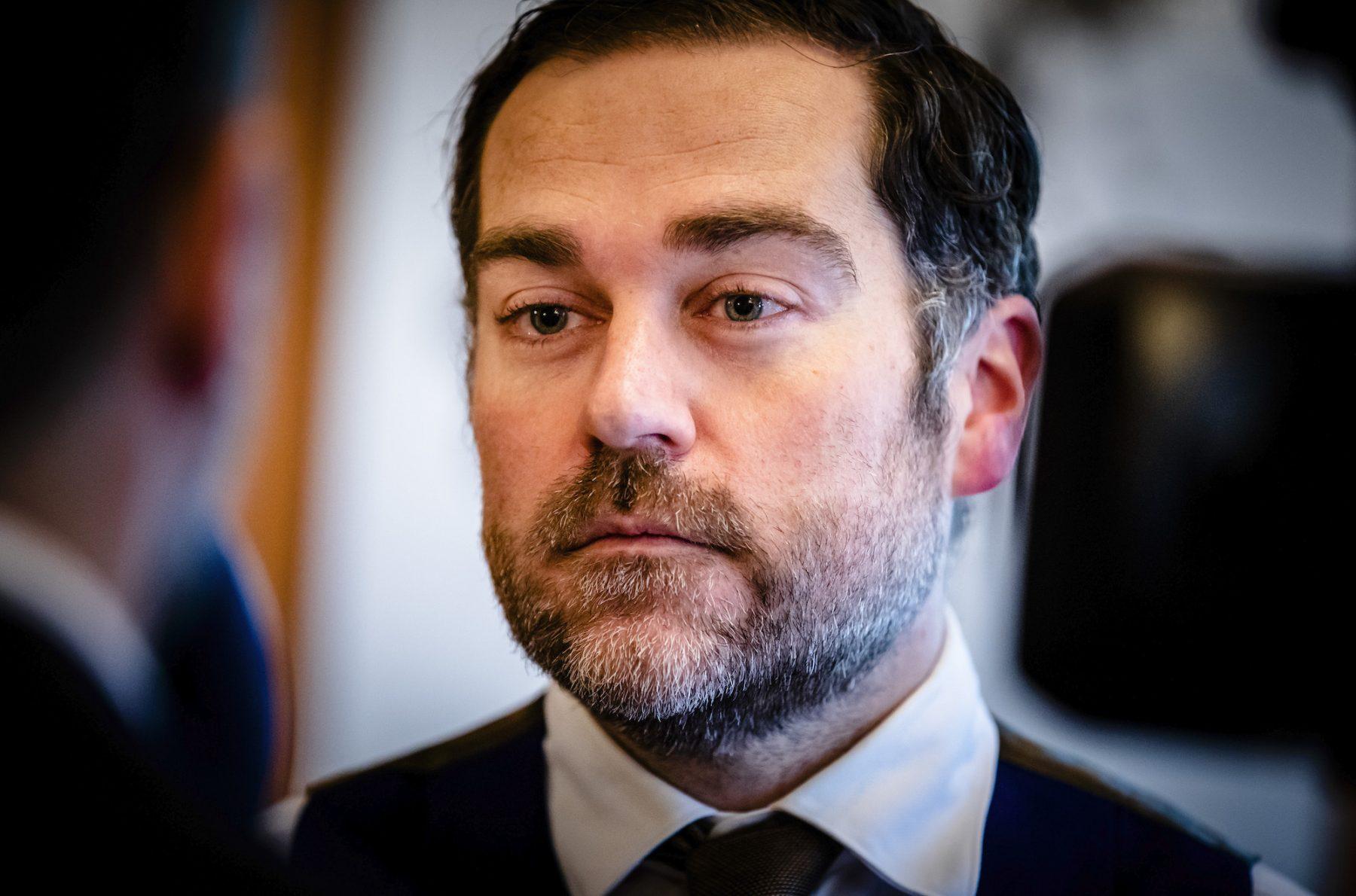 Dijkhoff wil 'grondig' nadenken over vuurwerkverbod