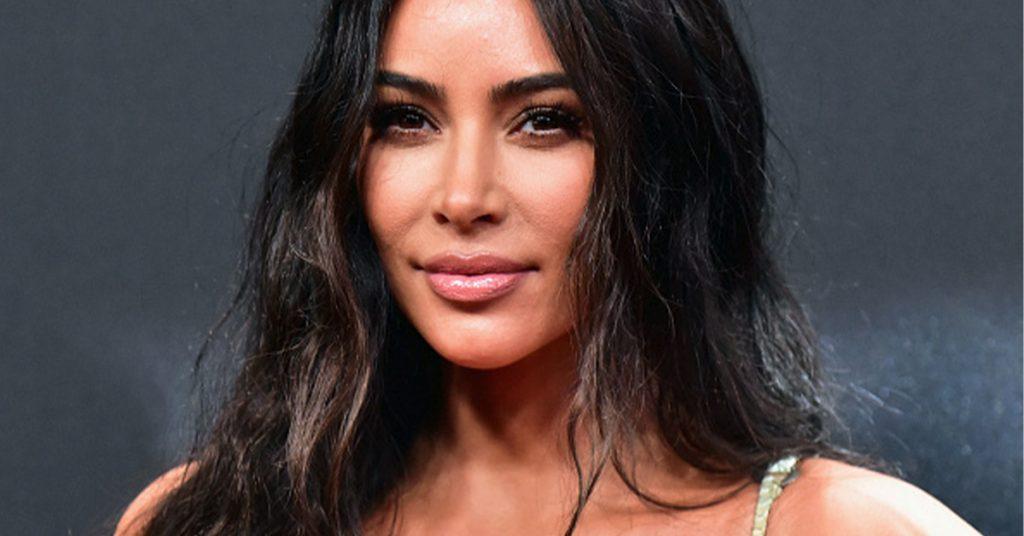 Kim Kardashian's walk-in fridge heeft de grote van een woonkamer en Twitter vind daar iets van