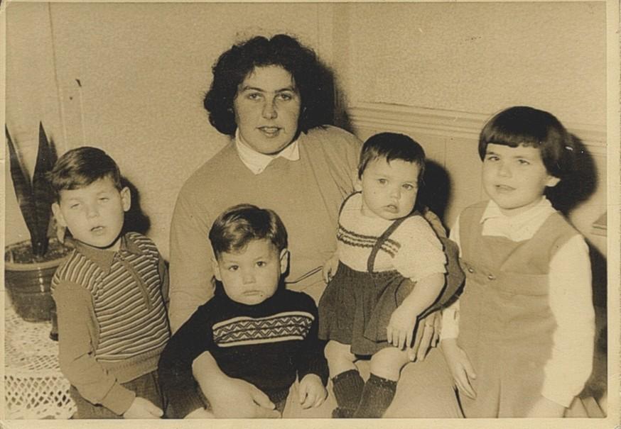 Gezin Lia, moeder overleden