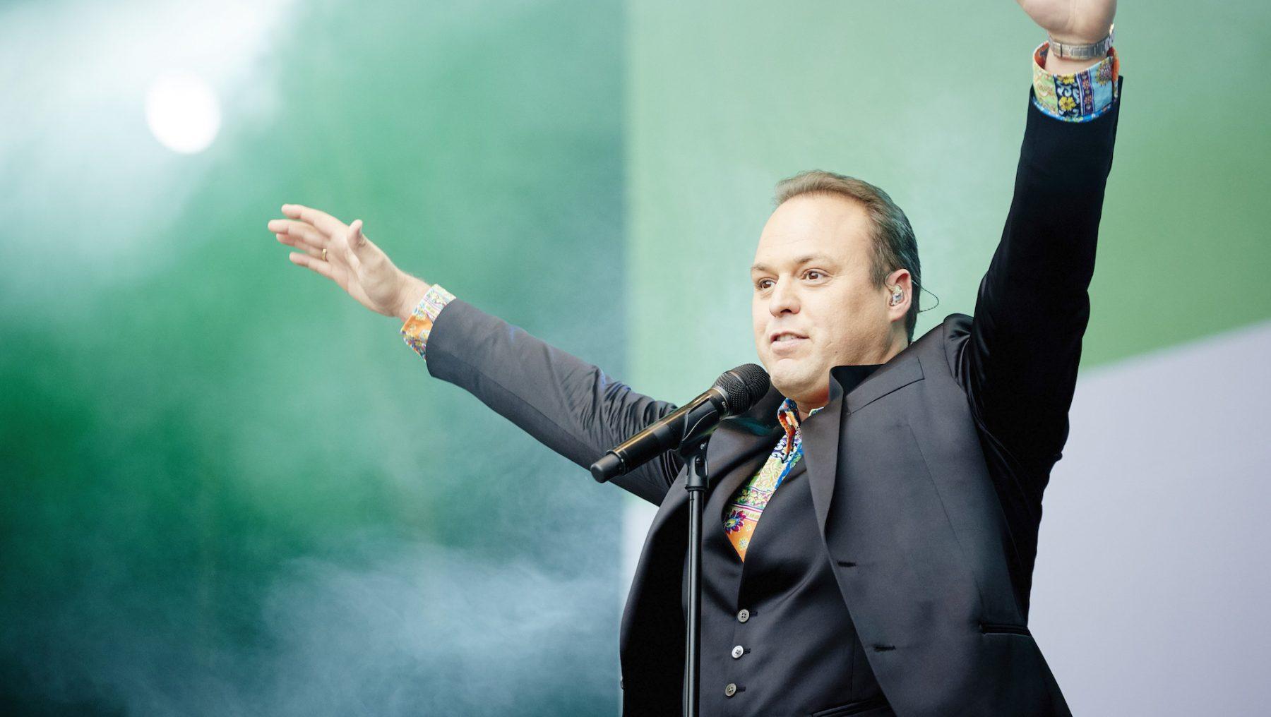 Frans Bauer verrast fans met nieuw nummer: 'Have you got a moment for me?'