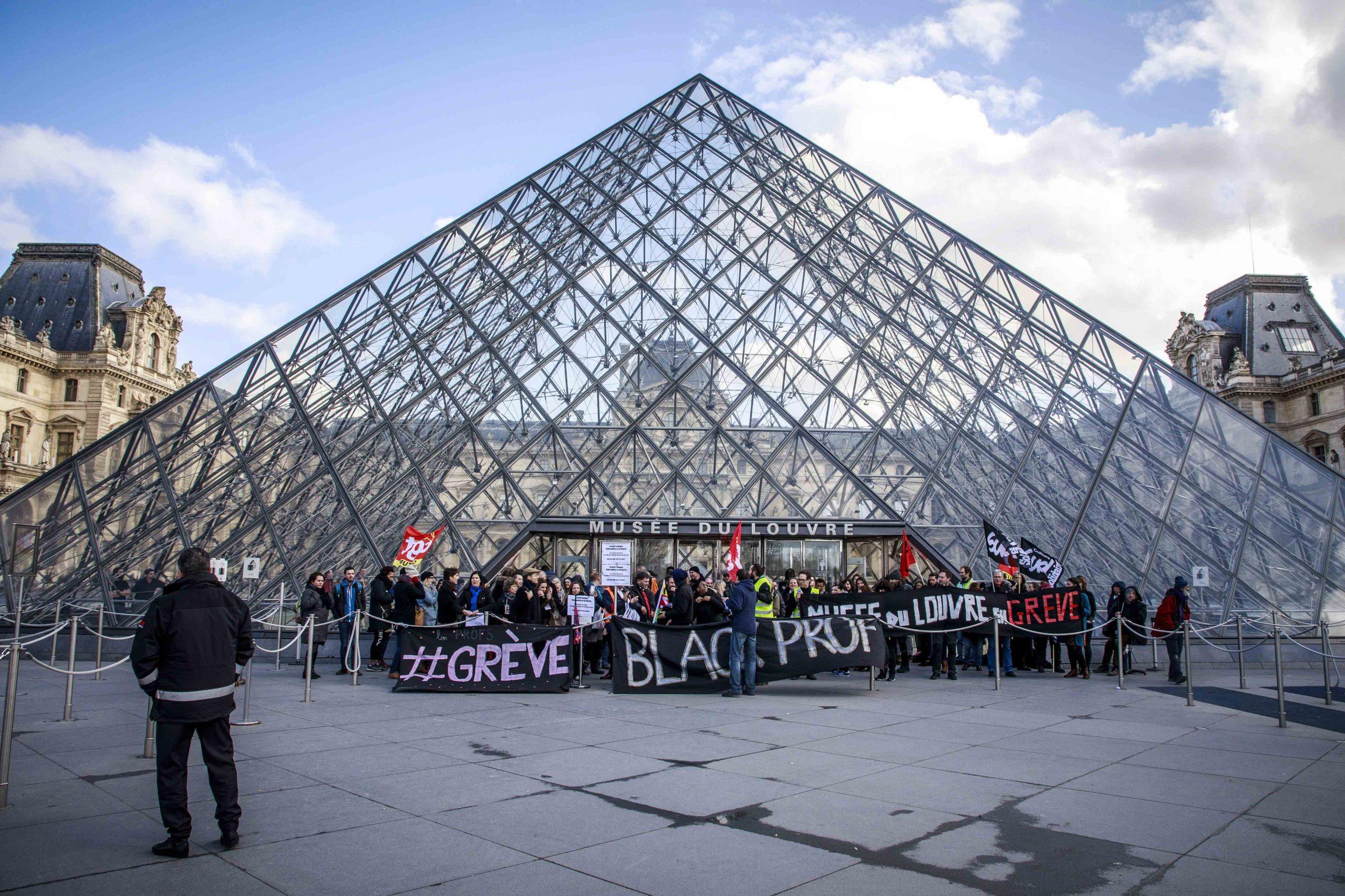 Betogers zorgen voor het sluiten van het Louvre in Parijs