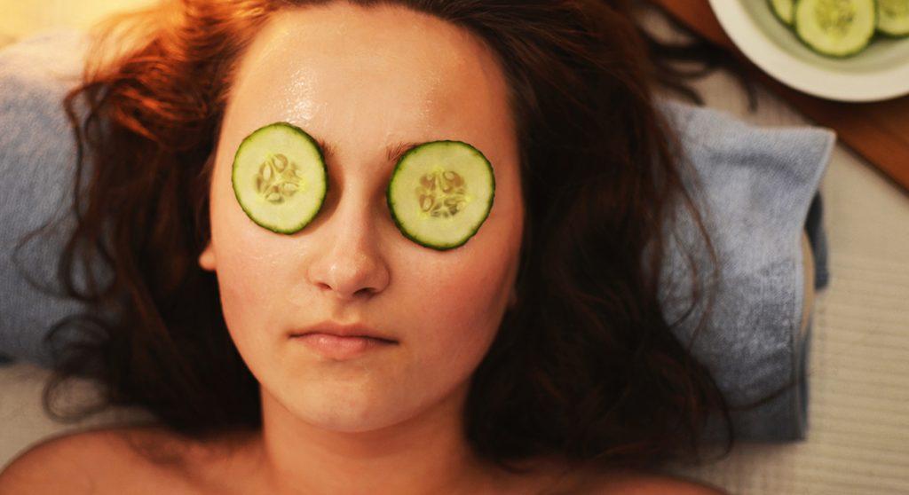 5 x tips voor de verzorging van je huid vóórdat je het licht uitdoet