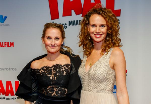 Actrices Kim Pieters en Peggy Vrijens doen 'Julia's Tango' even dunnetjes over