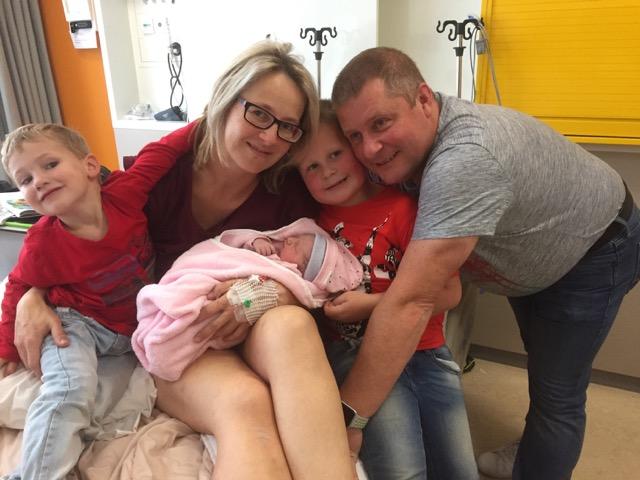 Het hele gezin na de bevalling