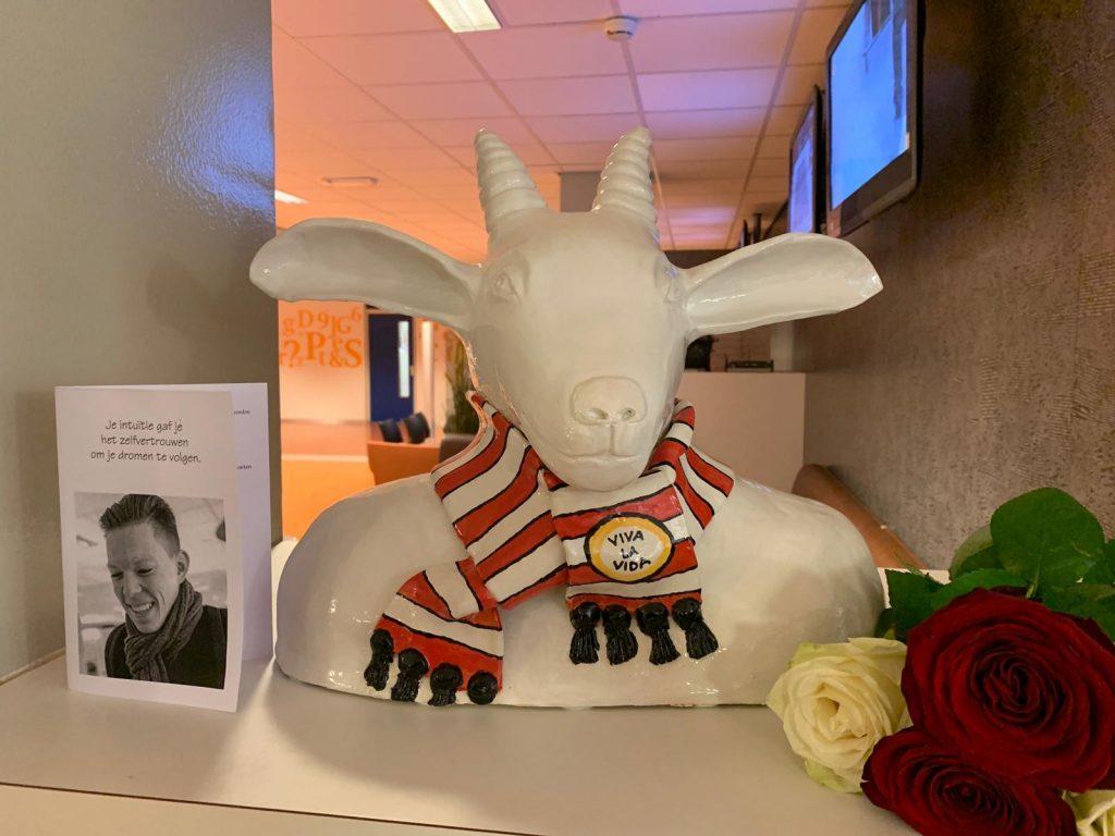 Bokkie standbeeld eerbetoon Daniël van Bokhoven, overleden aan meningokokken w