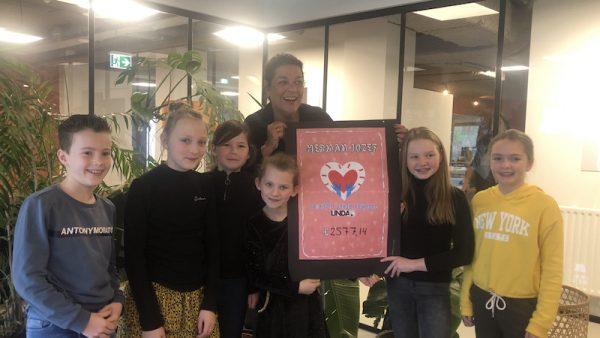 Leerlingen van de Herman Jozefschool doen actie naar aanleiding van 'Ik ben Arm' LINDA.foundation