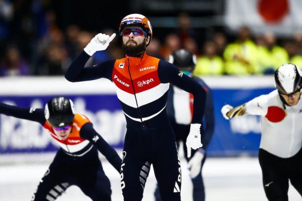 Sjinkie Knegt maakt comeback op schaatsbaan in Dordrecht