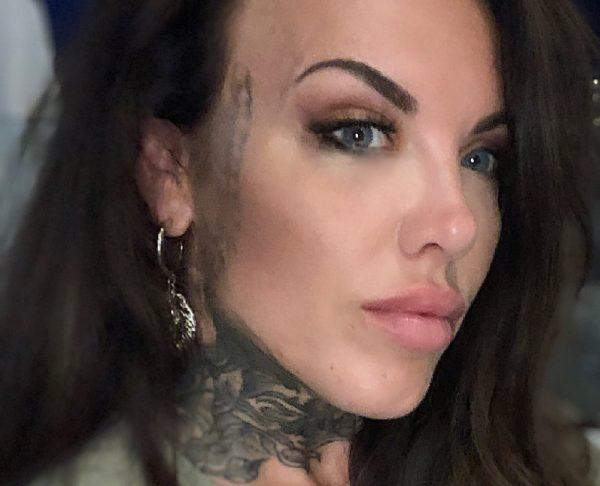 Pcilla (34) heeft spijt van tattoo in gezicht: 'Mensen hebben vooroordelen'