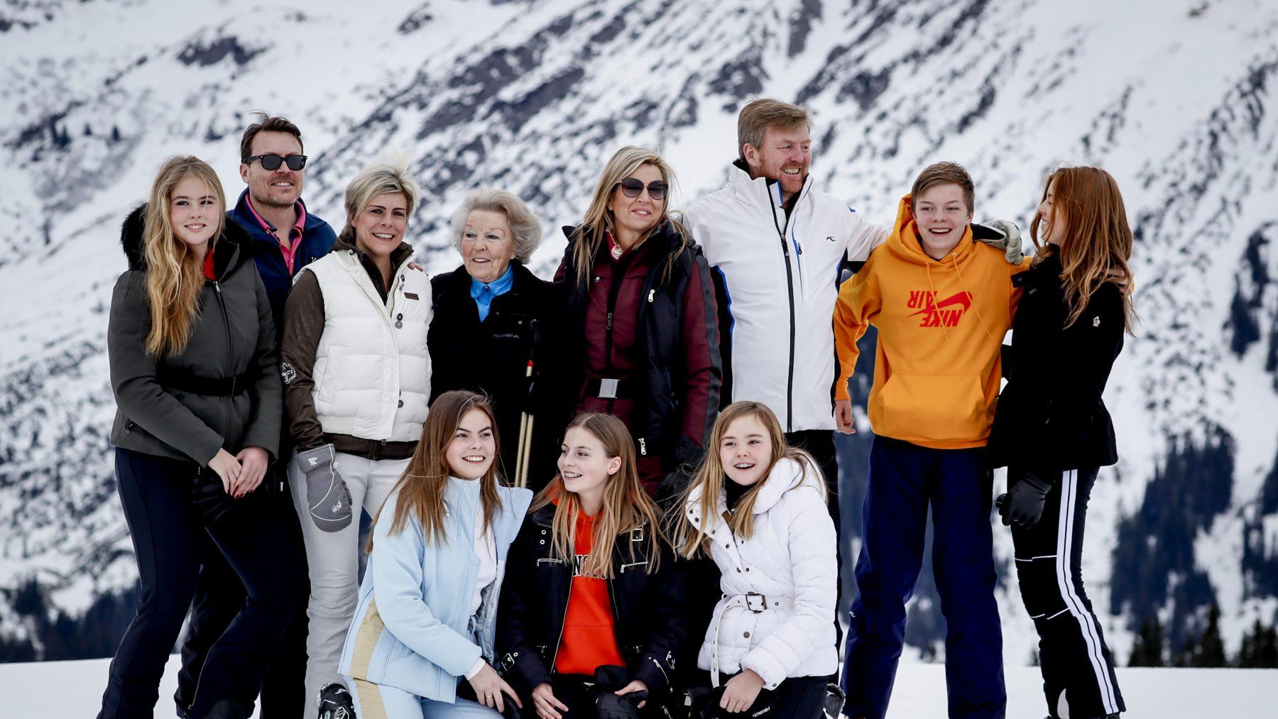 Daar zijn ze weer: De koninklijke familie poseert stralend in Lech