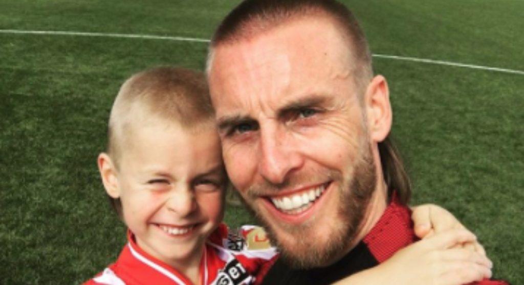 rutjes nathan en zoon voetbalveld instagram
