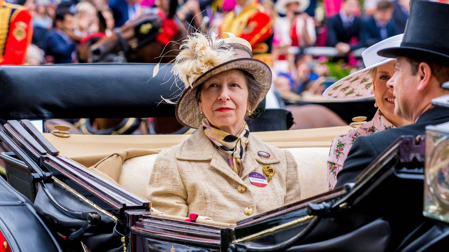 ronnie russell verkoopt medaille voor reddingsactie prinses Anne