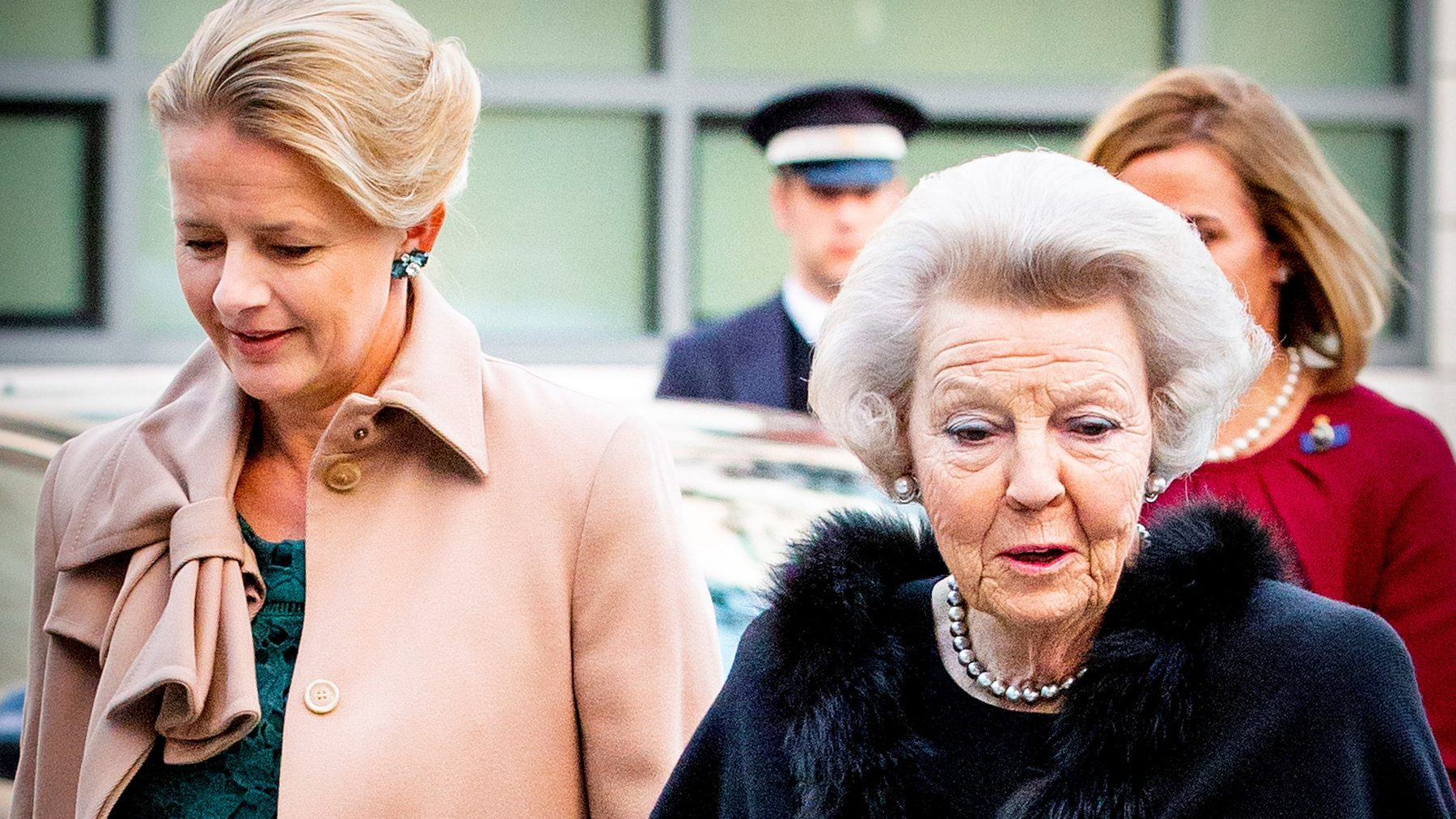 prins Frisoprijs uitgereikt in bijzijn Mabel en Beatrix