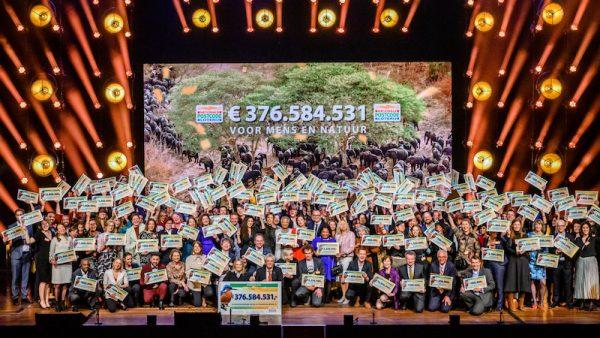 LINDA.foundation ontvangt cheque 500.000 euro tijdens Goed Geld Gala