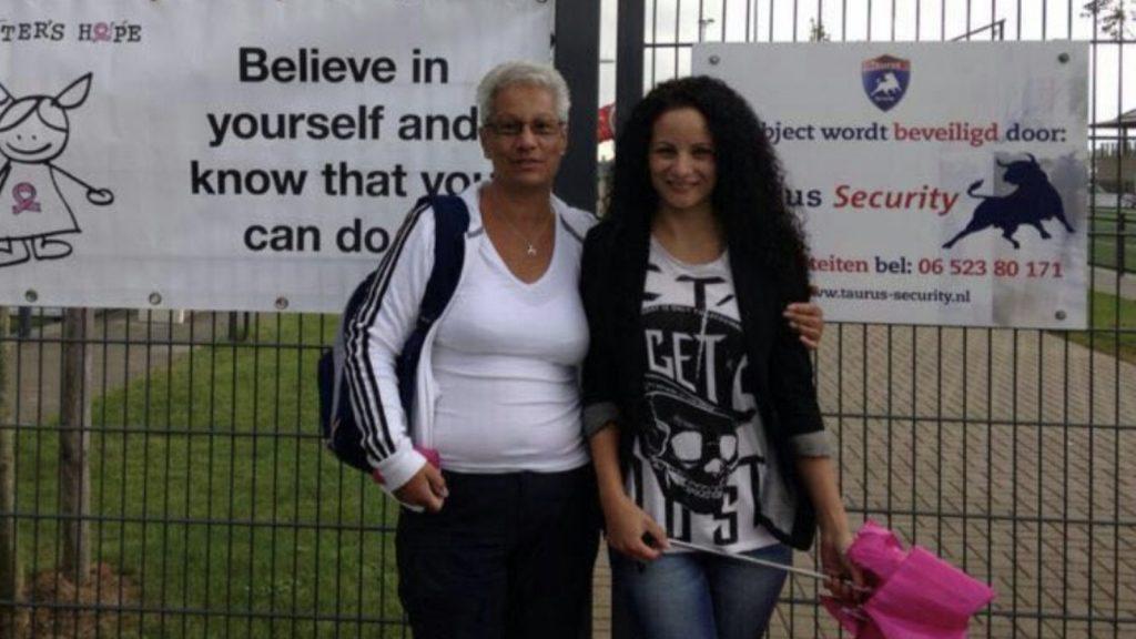 Larissa herdenkt haar moeder Freeke: 'Onze tijd was ineens op'