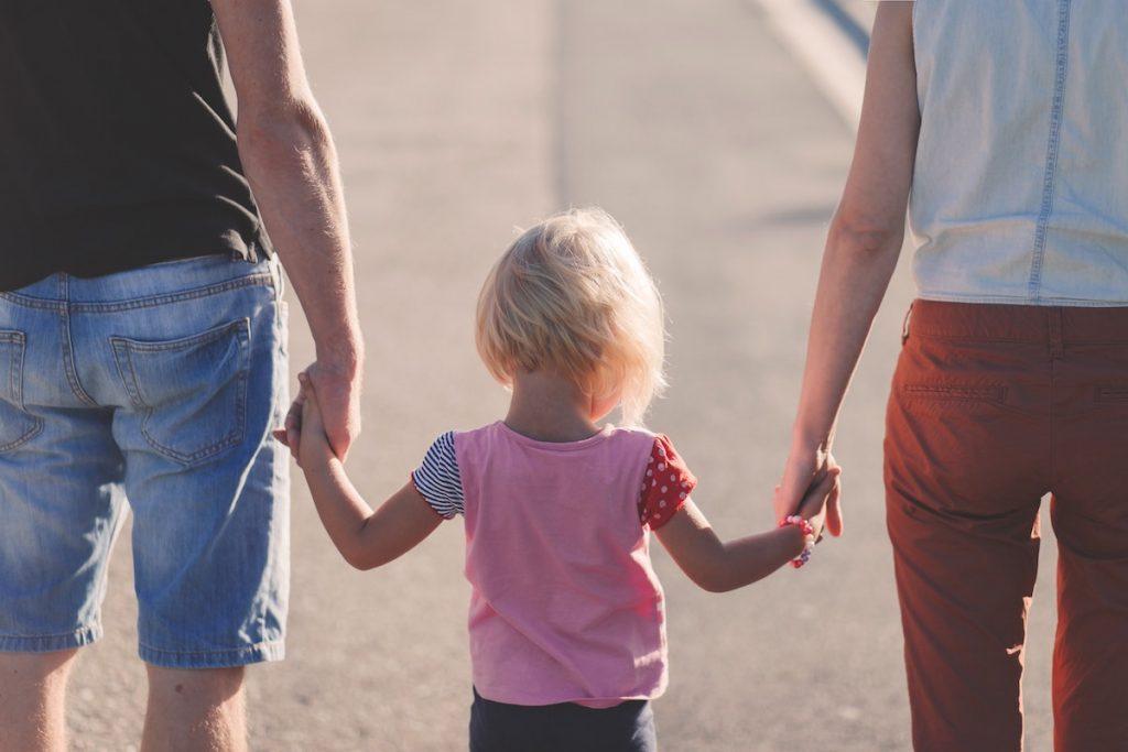 Vier op de tien mensen vindt corrigerende tik bij eigen kind kunnen