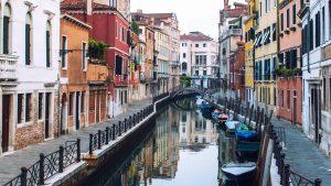 Thumbnail voor Lockdown Italië geeft het water in Venetië een kraakhelder tintje