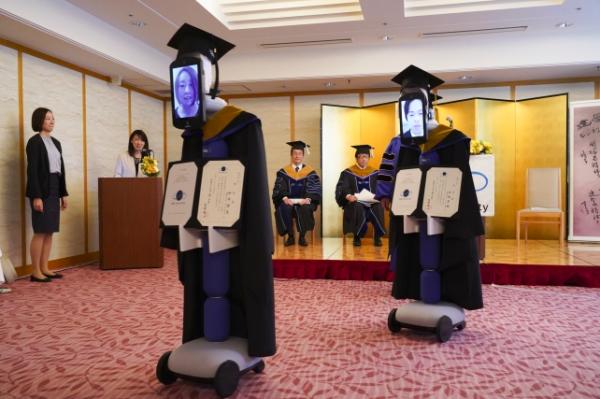 Bijzondere uitreiking: universiteit organiseert afstudeerceremonie zonder studenten 3