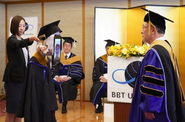 Bijzondere uitreiking: universiteit organiseert afstudeerceremonie zonder studenten