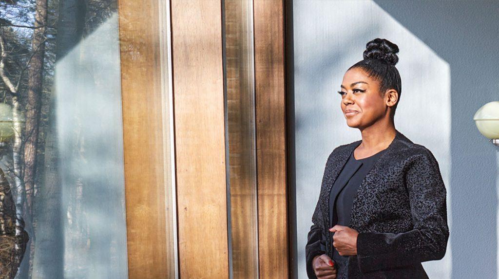 Advocaat Natacha Harlequin over thuiszitten: 'Er komen levensvragen boven'