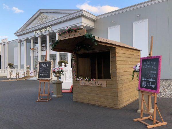 LINDA.nl proeft een roze maaltijd van Ineke's in 's werelds grootste bruidswinkel
