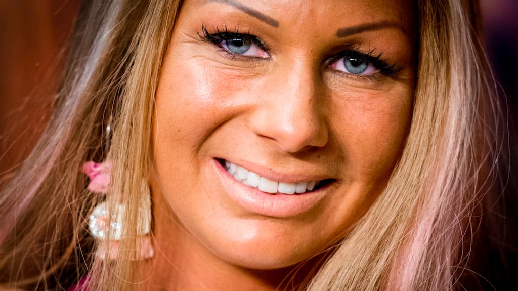 Samantha de Jong Barbie zwaargewond geraakt bij auto-ongeluk