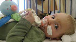 Thumbnail voor Baby Jayme heeft ernstige spierziekte: 'We hebben 1,9 miljoen nodig voor zijn behandeling'