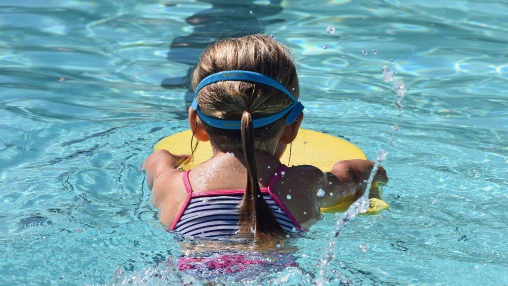 Zwemles ligt stil: 'Een groot aantal kinderen gaat niet zwemveilig de zomer in'