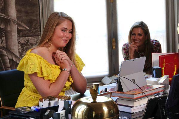 Niks rustige Koningsdag: koninklijk gezin videobelt erop los