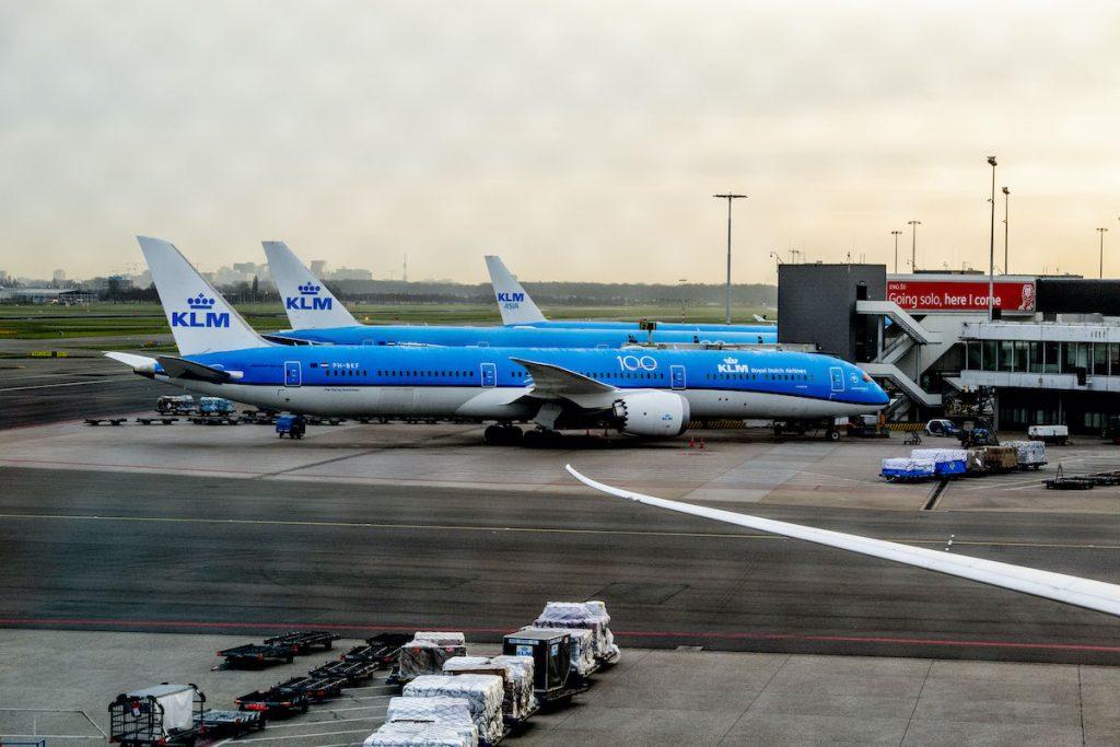 KLM start weer op en verplicht mondkapjes aan boord