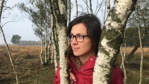 Wandelcoach Babette Engelgeer vertelt waarom en hoe je mindful moet wandelen