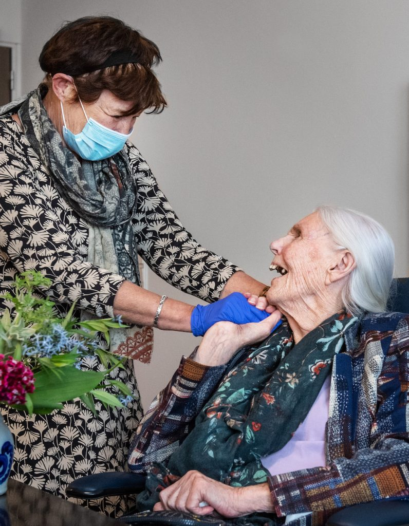 Bezoek verpleeghuizen toegestaan