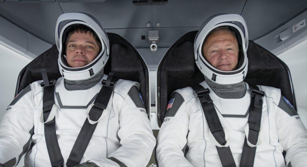 astronauten Bob Behnken (L) en Doug Hurley klaar voor ruimtevlucht