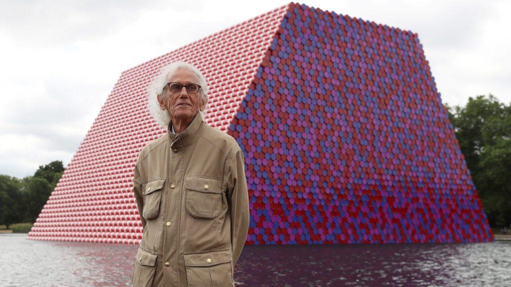 Kunstenaar der inpakken overleden: Christo blies op 84-jarige leeftijd laatste adem uit