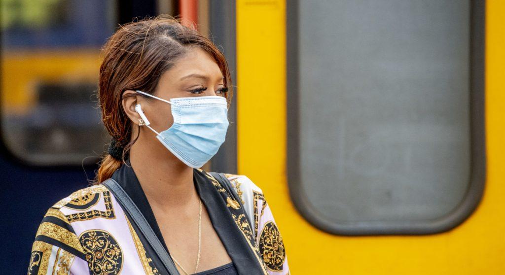 Met deze (creatieve) mondkapjes reisden jullie voor het eerst in het OV