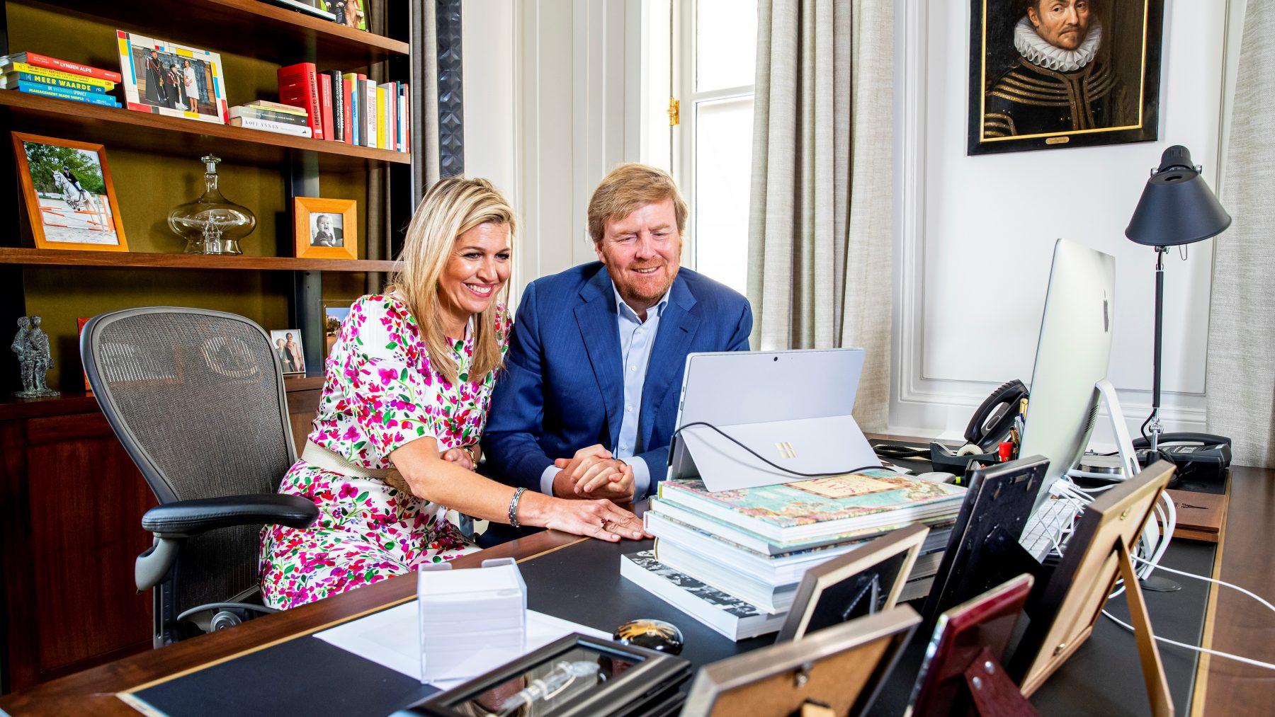 koning Willem-Alexander en Máxima feliciteren eindexamenleerlingen