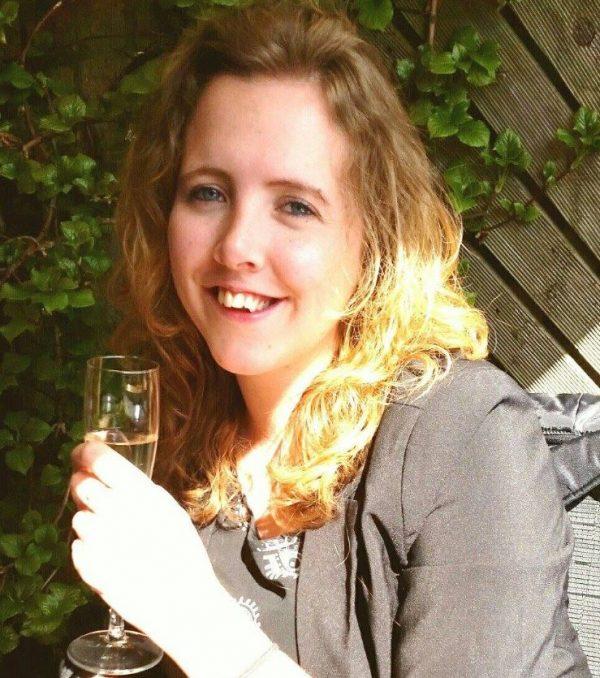Janneke verbreedde haar kaak: 'Bevallen was minder heftig en pijnlijk'