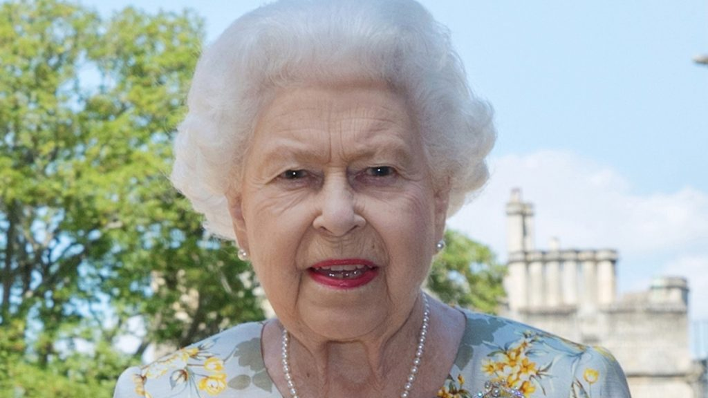 The Queen bedroefd over Vera Lynn