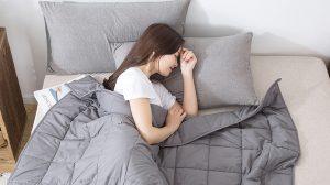 Thumbnail voor Beetje warm, maar wel lekker: een verzwaringsdeken tegen stress en slapeloosheid