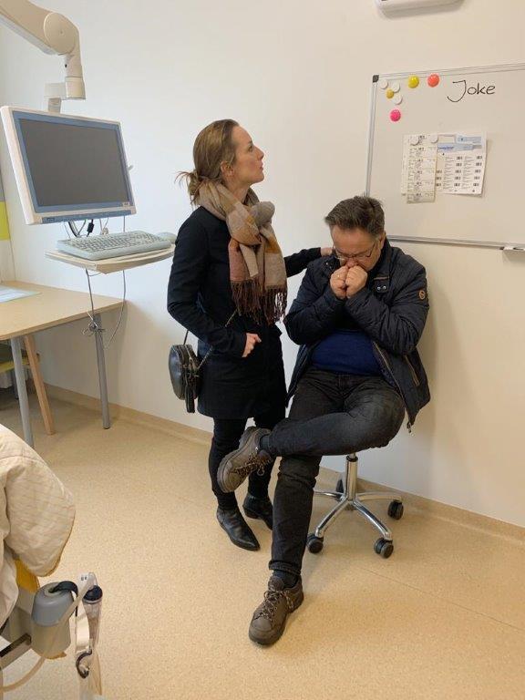 Elies en haar vader in het ziekenhuis