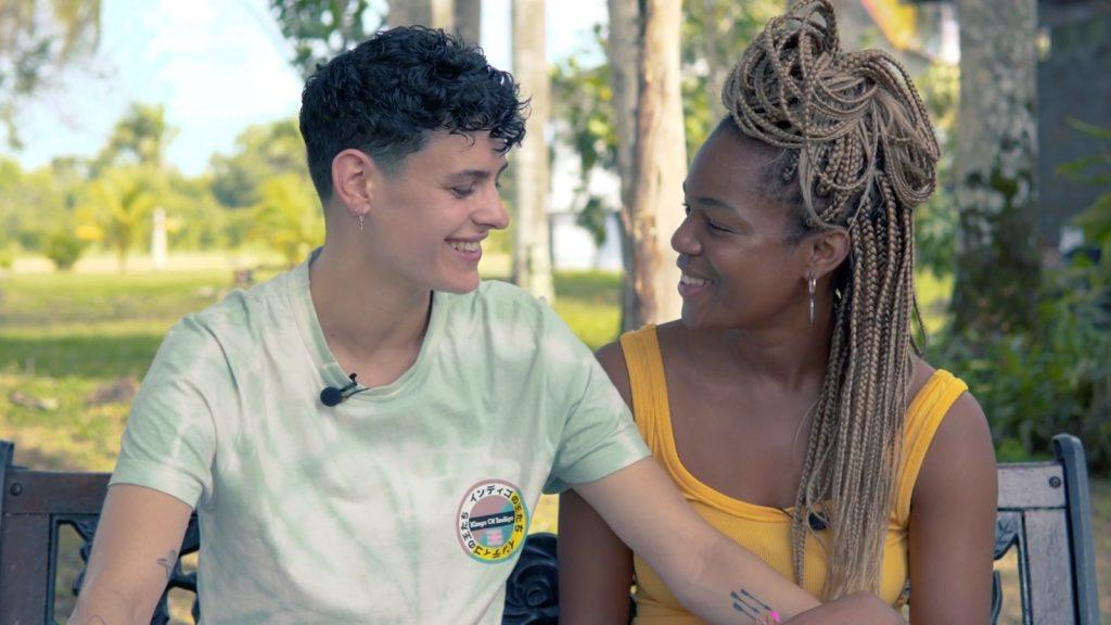 Backstage bij Mandy en Roos in Suriname: 'Onze eerste date duurde acht uur'