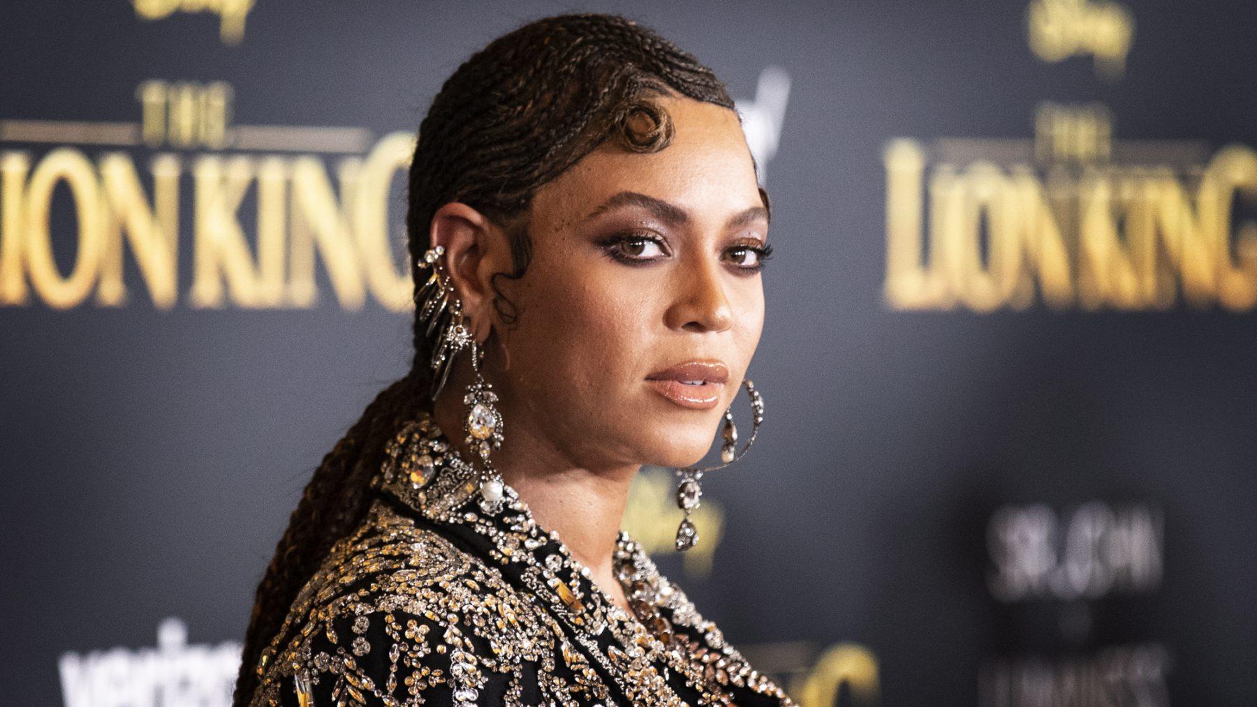 Beyoncé ontvangt Humanity Award tijdens BET Awards: 'Stem alsof je leven ervanaf hangt'
