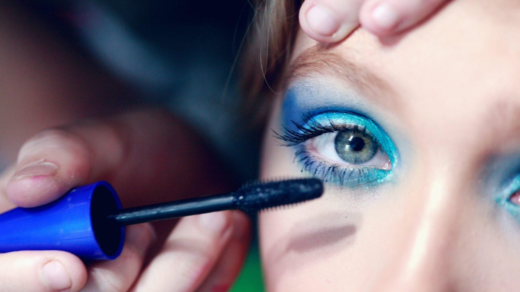 Glans, glitter en glim: deze 90s beautytrends zijn terug van weggeweest