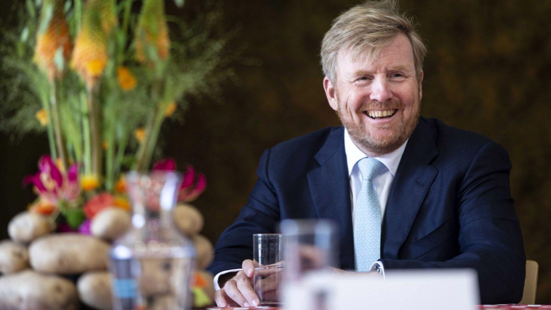 Koning bezoekt akkerbouwbedrijf om te praten over impact corona