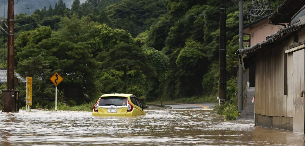 Meer dan 200.000 Japanners ontvluchten huis na hevig noodweer
