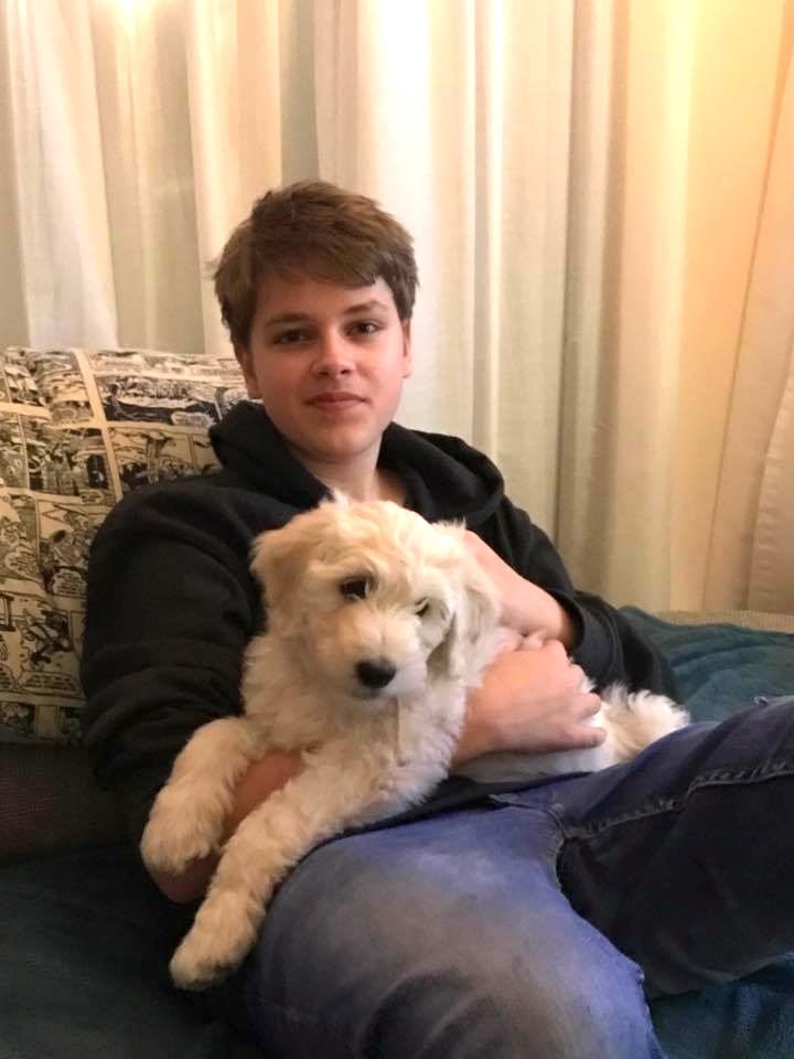 Lucas en hond Timo voor de hersenbloeding