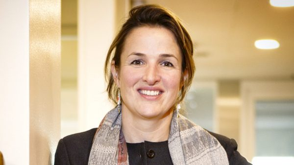 Gynaecoloog Liesbeth van Leeuwen legt uit hoe een baby via de placenta besmet kon raken met het coronavirus.