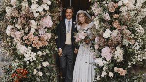 Thumbnail voor Foto's van bruiloft prinses Beatrice gedeeld, maar vader prins Andrew staat er niet op