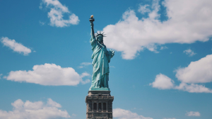 Thumbnail voor New Yorker legt vast hoe Vrijheidsbeeld wordt getroffen door bliksem, video gaat viral